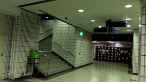 阪神元町駅のWINS側の出口からも行ける