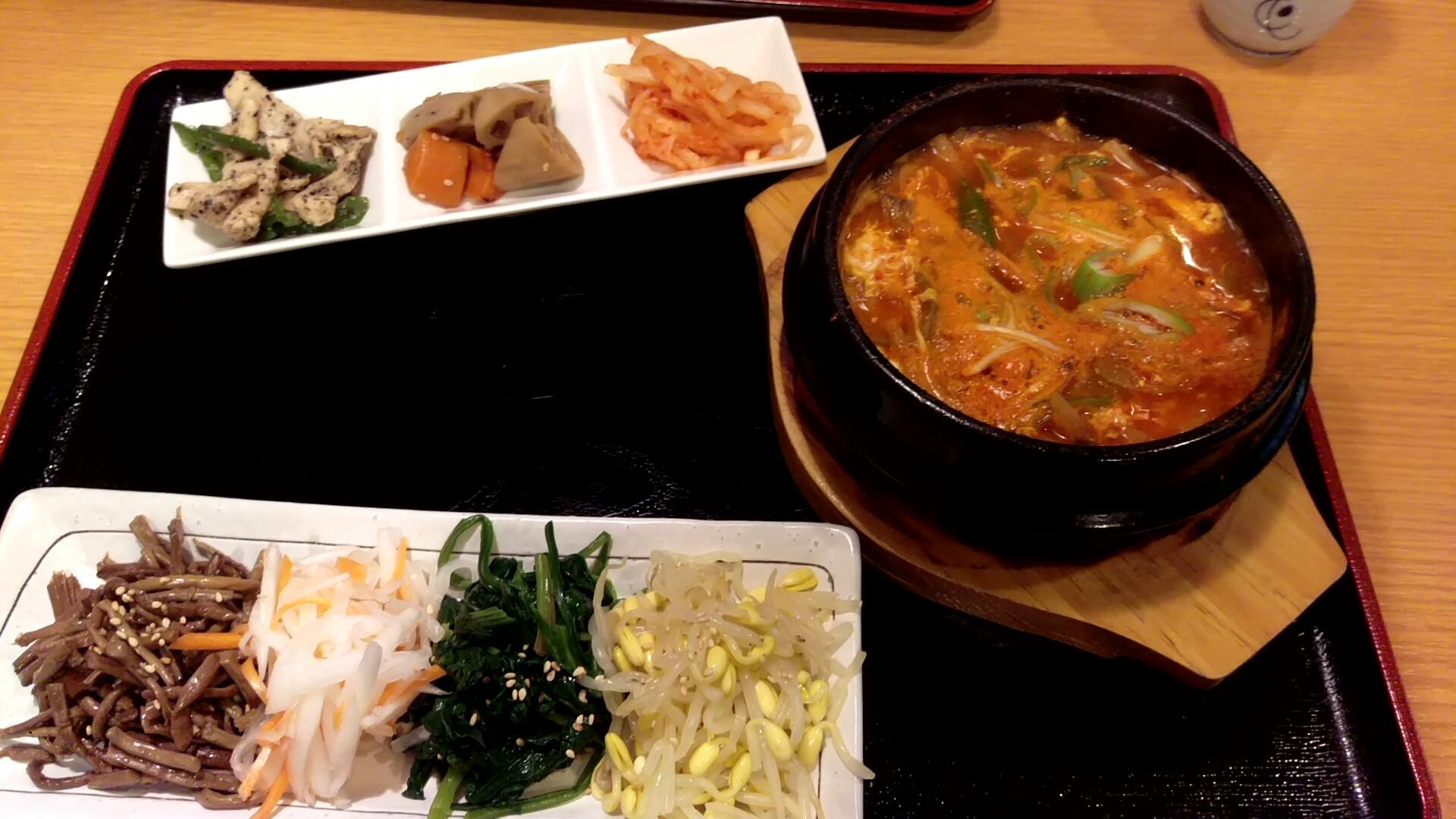 ユッケジャンスープとナムル盛り合わせ@新味楽さん