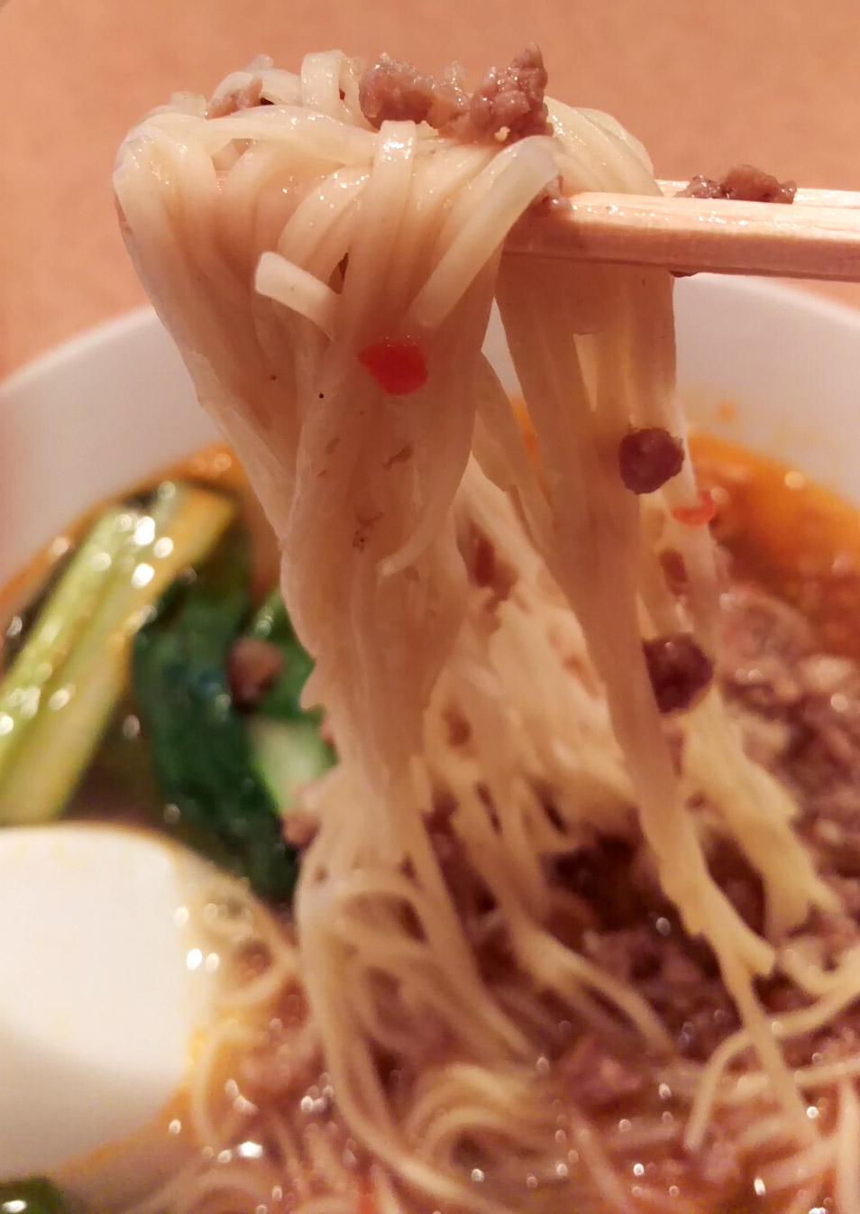 麺は細い中華麺
