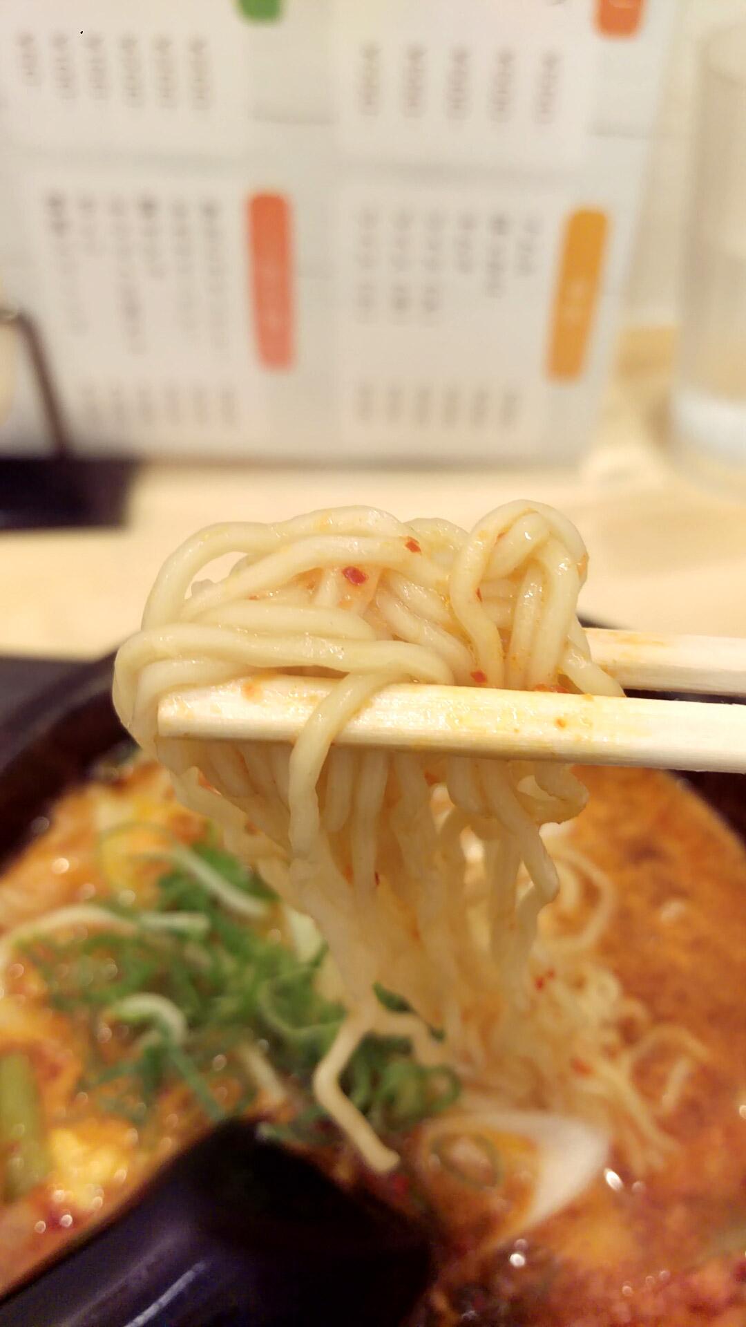 麺は細めのインスタント麺
