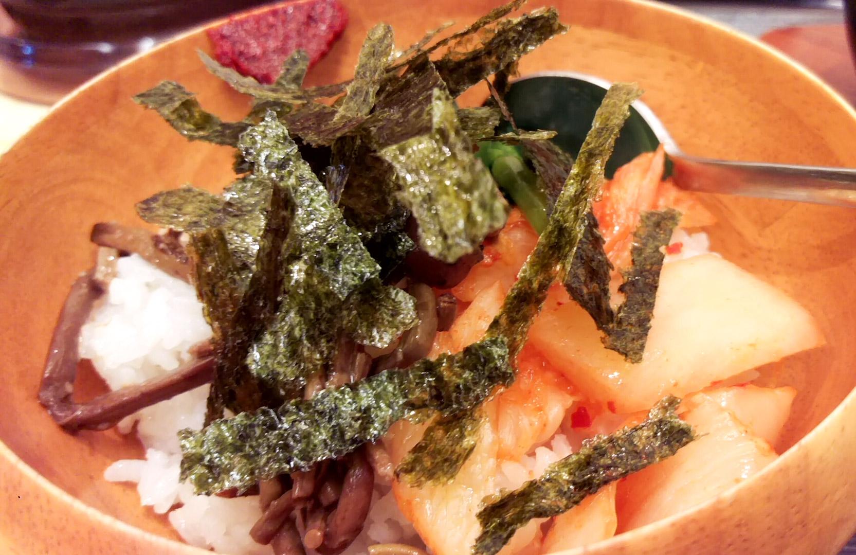 ミニビビンバ。ナムル・キムチの味がどちらも素敵。ぼっかけが少し入っていてこれまた素敵