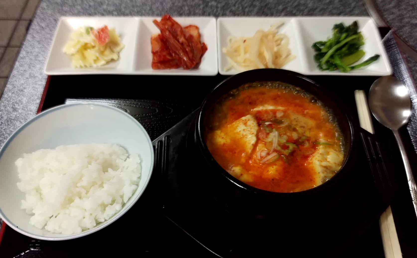 チゲ鍋定食(ごはん半分)@とんがらしさん