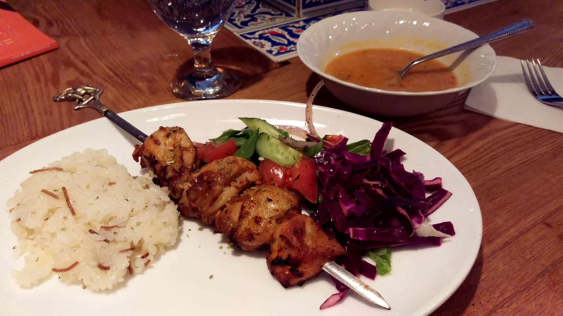 鶏のケバブのお皿がでてきた@イスタンブールさん
