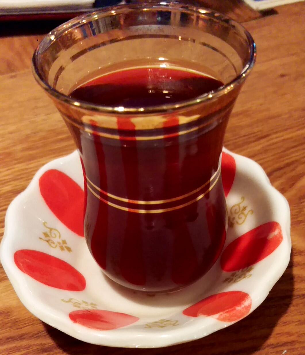 チャイ。普通の紅茶。きちんと「食後」にサーブしてくださるのが嬉しい