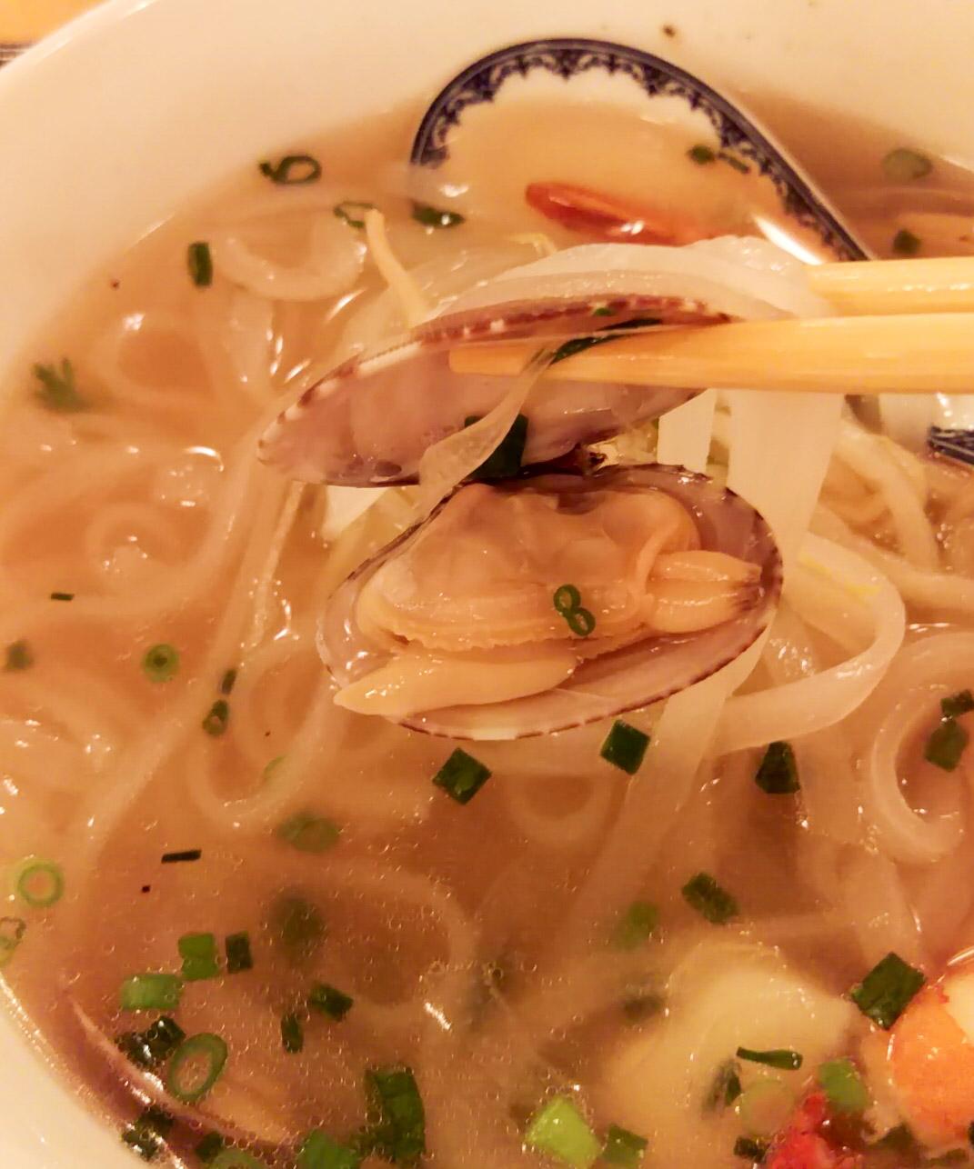 あさり…いい火の通り具合で、スープにいい塩気を出している