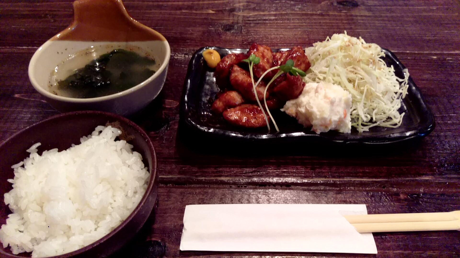 「新」流トンテキランチ(並)@新さん(ごはん半分) 食べ終わる頃には肉がもっと食べたくなっているはず