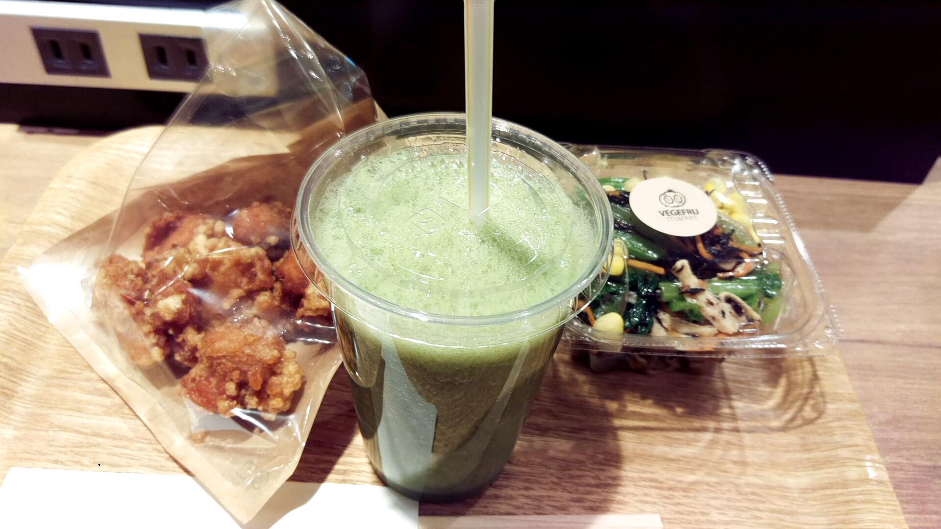小松菜のジュース・唐揚げ・小松菜とキノコのサラダ