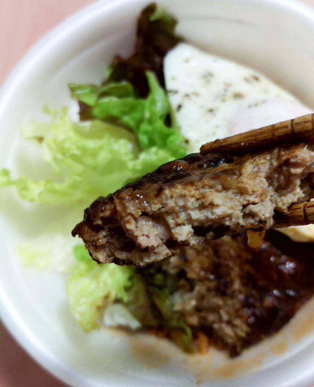 塩気の利いた豆腐つくねに、ウスターソースの甘みが感じられて冷えても美味!
