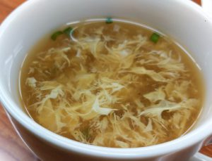 スープは既成品?中華たまごスープの味がする