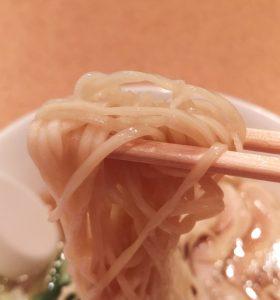 麺は極普通の細麺